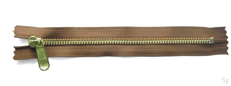 金属ファスナー・ゴールド・ムシの幅5mm・9本以下・31cm~40cm (品番05301-40)
