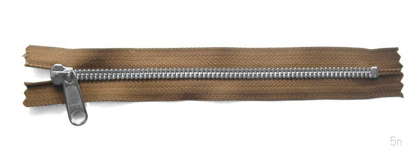 金属ファスナー・ニッケル・ムシの5mm・9本以下・51~60cm (品番05309-60)